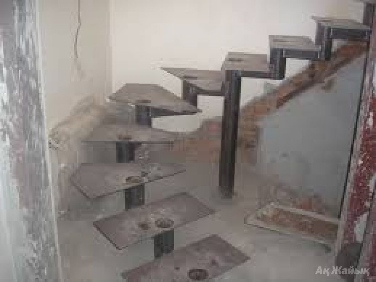 Металлическая лестница на второй этаж своими руками: фото 39