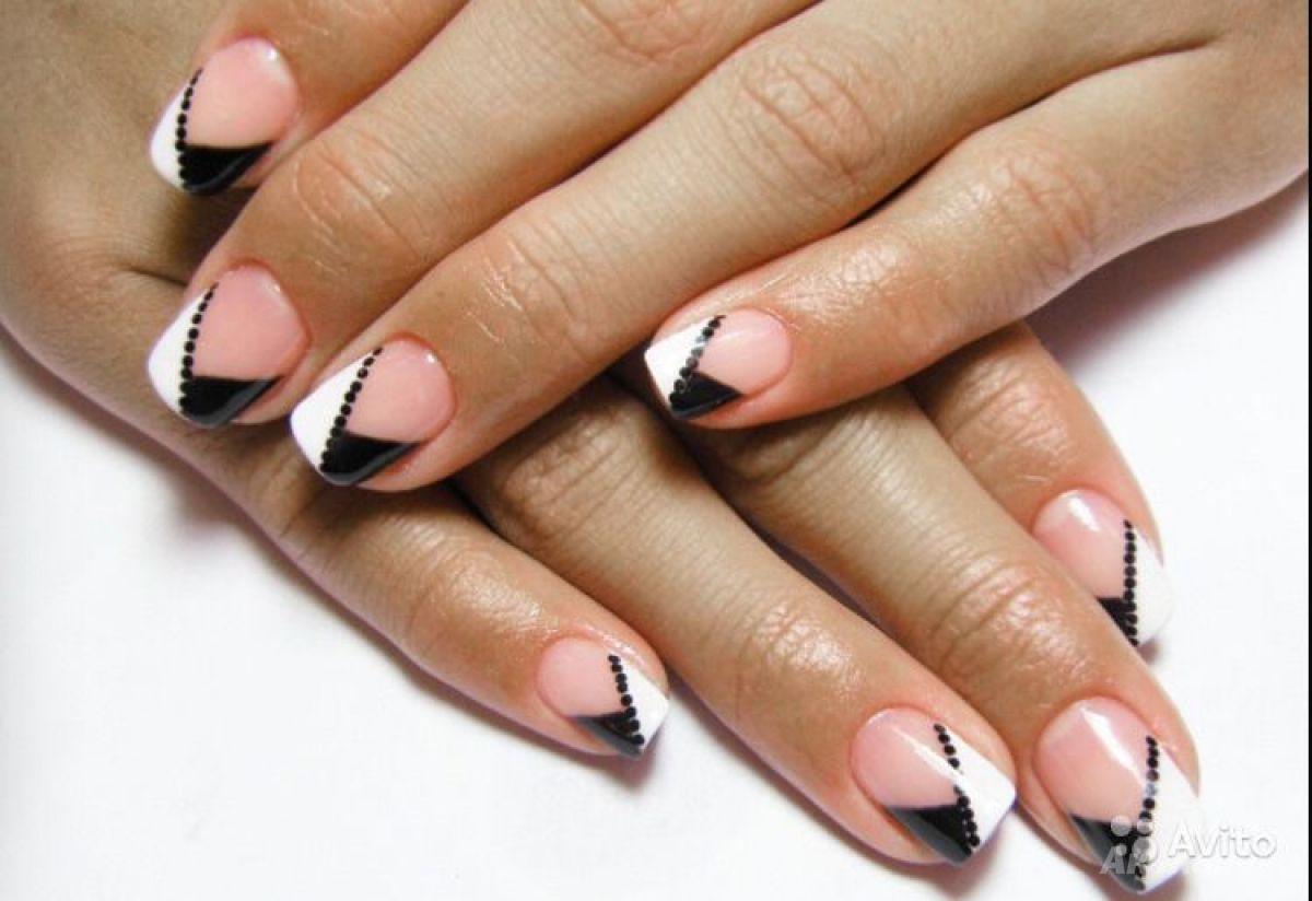 Черно-белый дизайн на короткие ногти
