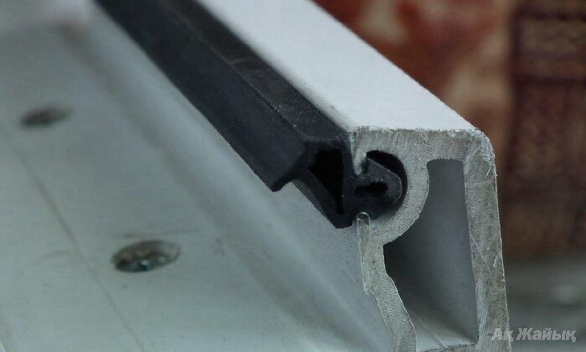 Замена уплотнителя для пластиковых окон своими руками