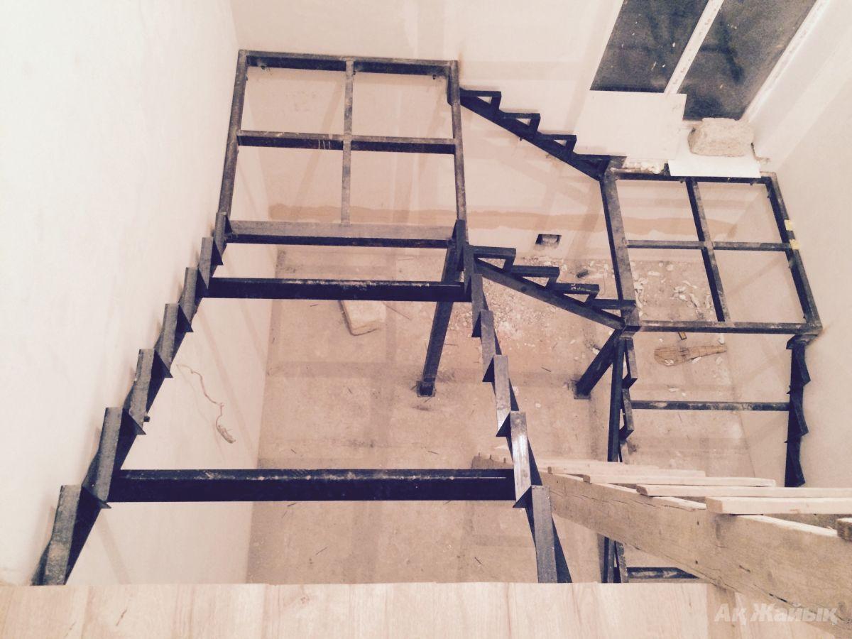 Деревянная лестница своими руками на металлическом каркасе 13